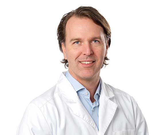 Dr Filip Farnebo är specialist i plastikkirurgi