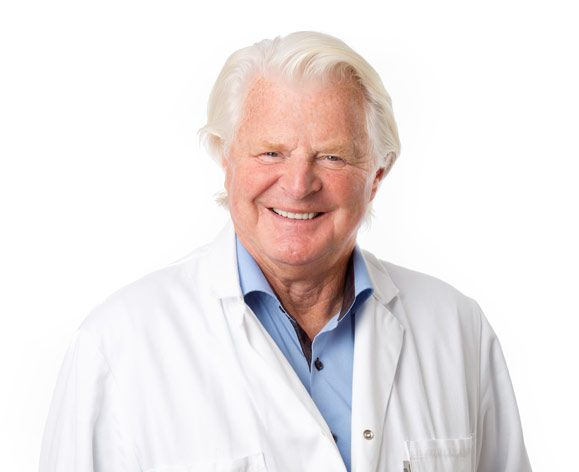 Dr. Leif Perbeck har 30 års erfarenhet av bröstplastik och bröstoperationer
