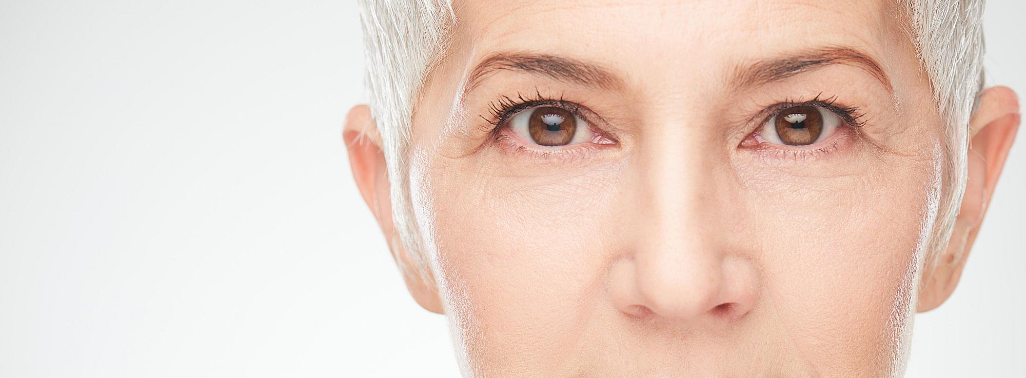 ansiktskirurgi äldre kvinna