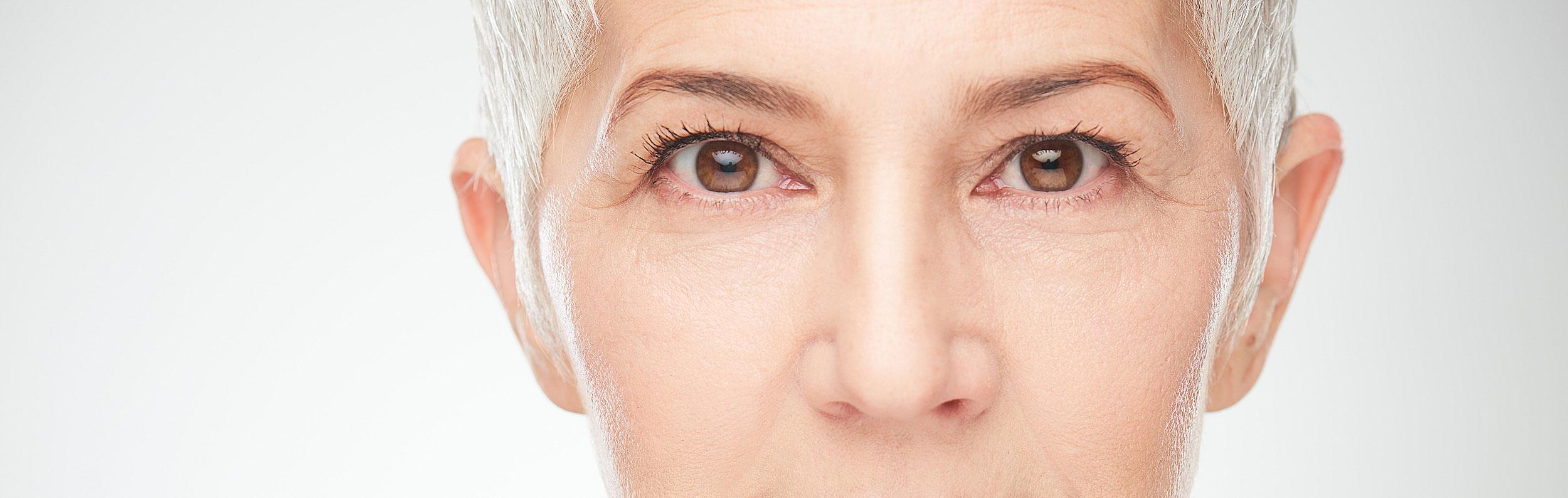 ansiktsoperation äldre kvinna