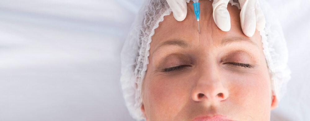 fillerbehandling i ansiktet på kvinna