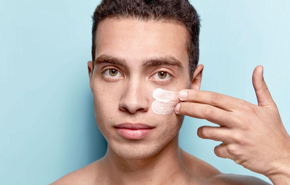 hudvårdsprodukt på man